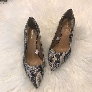 Merona Snakeskin Point toe pumps Read Description
